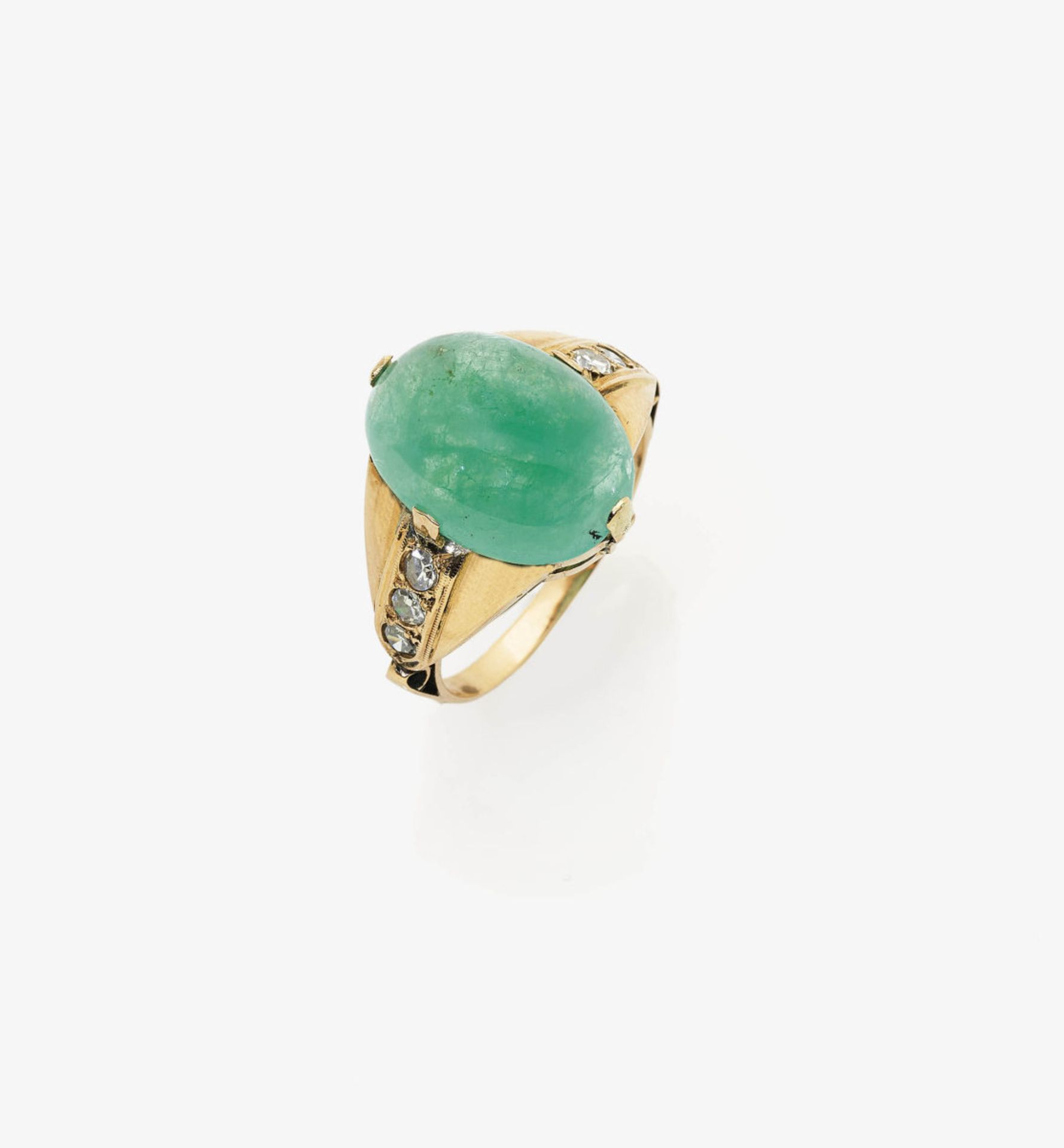 Los 1060 - An Emerald and Diamond Ring