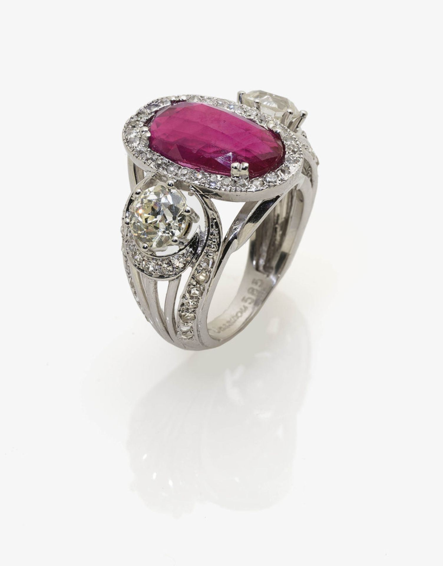 Los 1043 - A Diamond and Ruby Ring