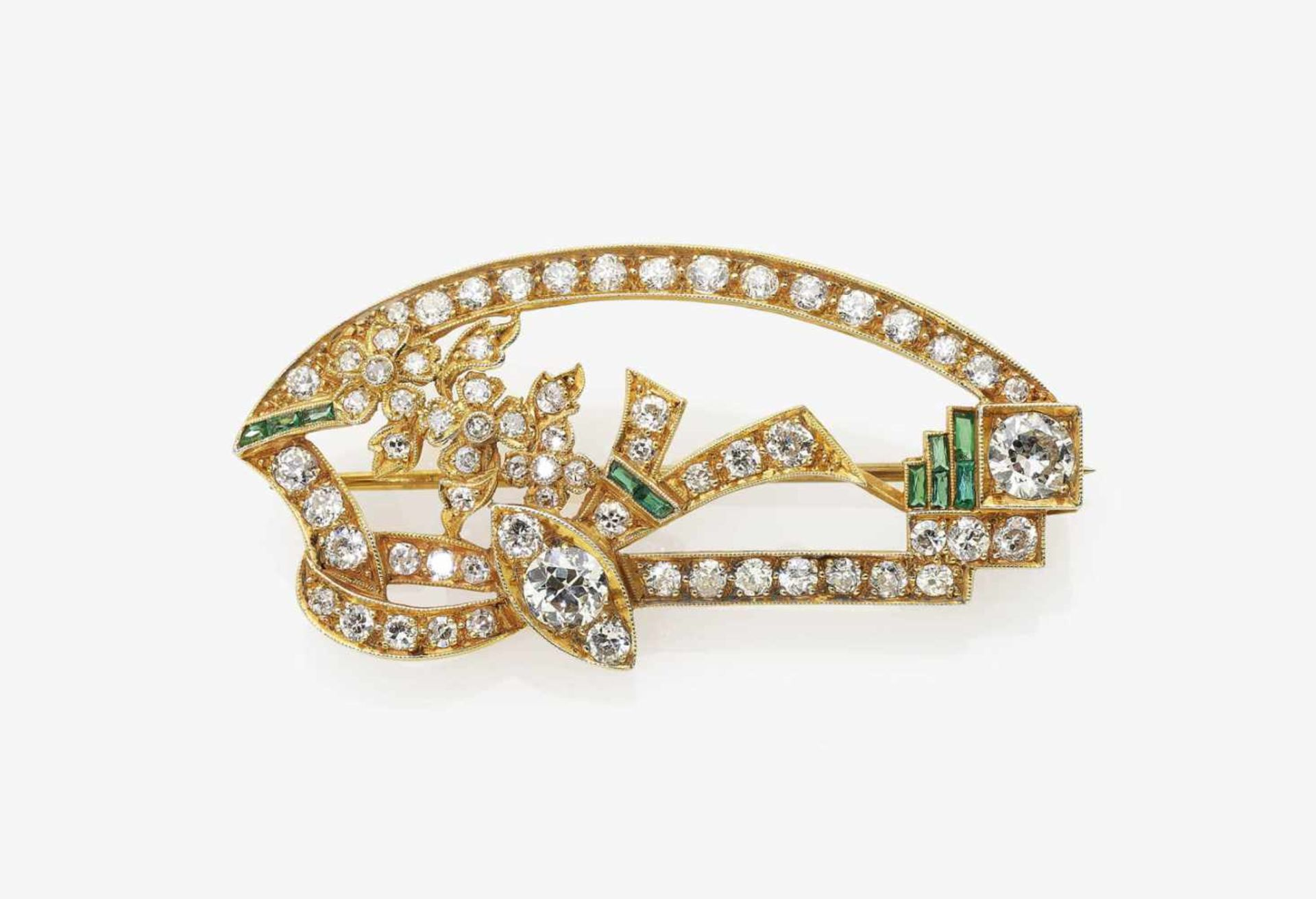 Los 1026 - An Emerald and Diamond stylised Floral Brooch