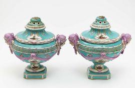 Ein Paar Potpourri-Vasen