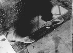 Florschütz, Thomas(geb. 1957 Zwickau, lebt und arbeitet in Berlin)Ohne Titel (Schritte)Fotografie,