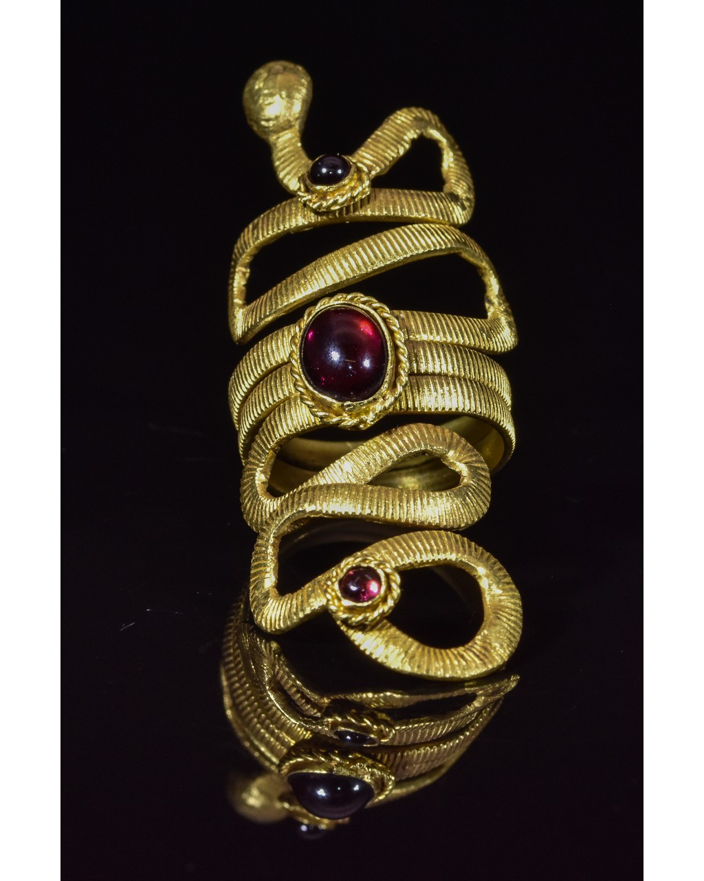 Lot 44 - ROMANO-EGYPTIAN GOLD SNAKE RING WITH STONES