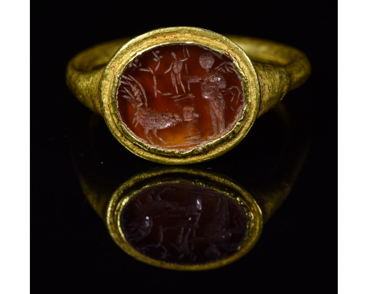 Lot 21 - ROMAN GOLD INTAGLIO RING with APOLLO, ROOSTER AND VICTORY