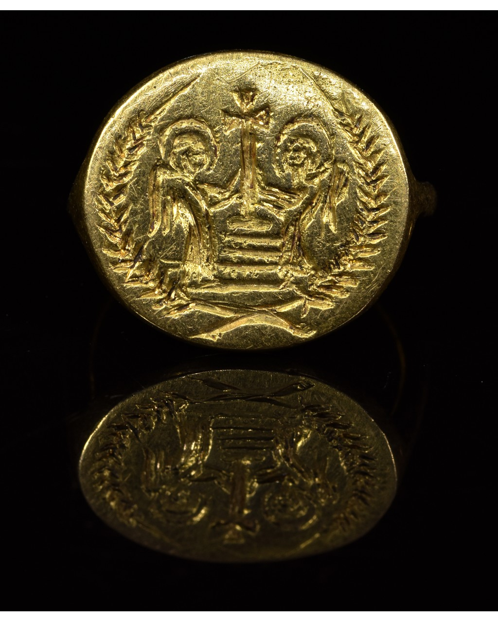 Lot 48 - BYZANTINE GOLD RING WITH ANGELS AND CROSS