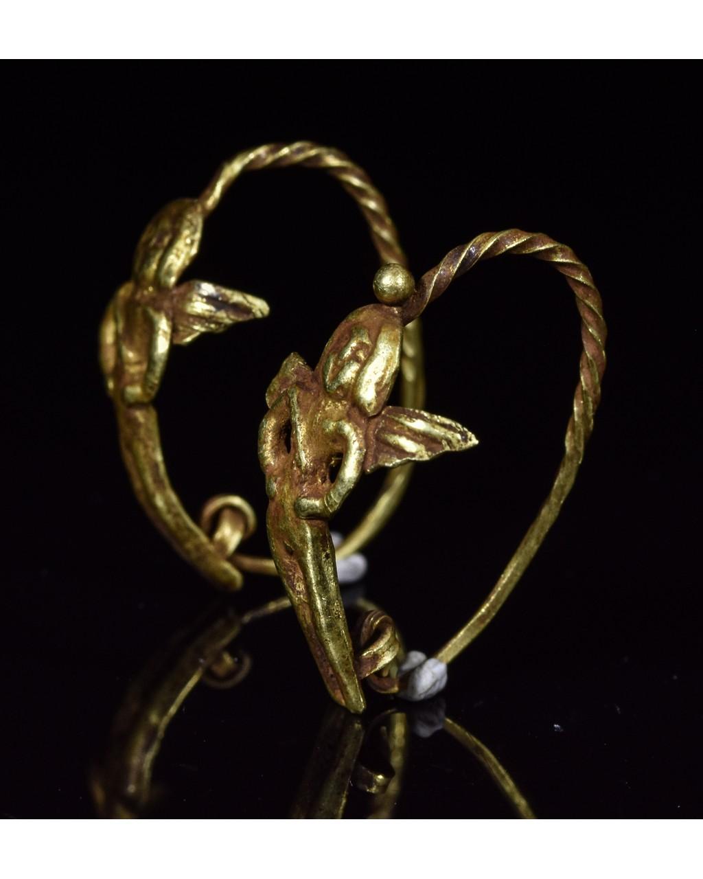 Lot 47 - GREEK GOLD EARRINGS WITH CUPIDS