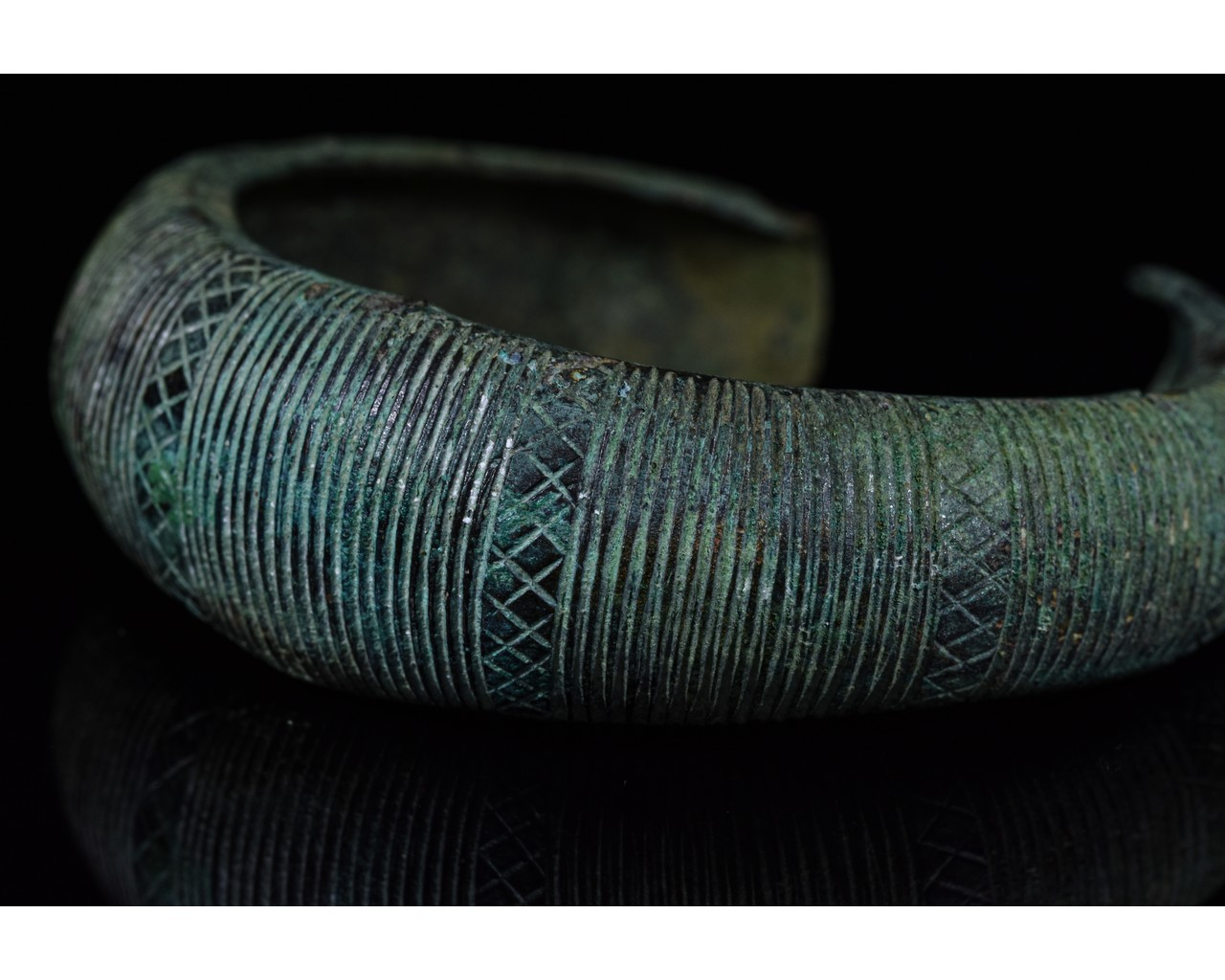 Lot 51 - VIKING BRONZE BRACELET - SUPERB PATINA & DECORATION