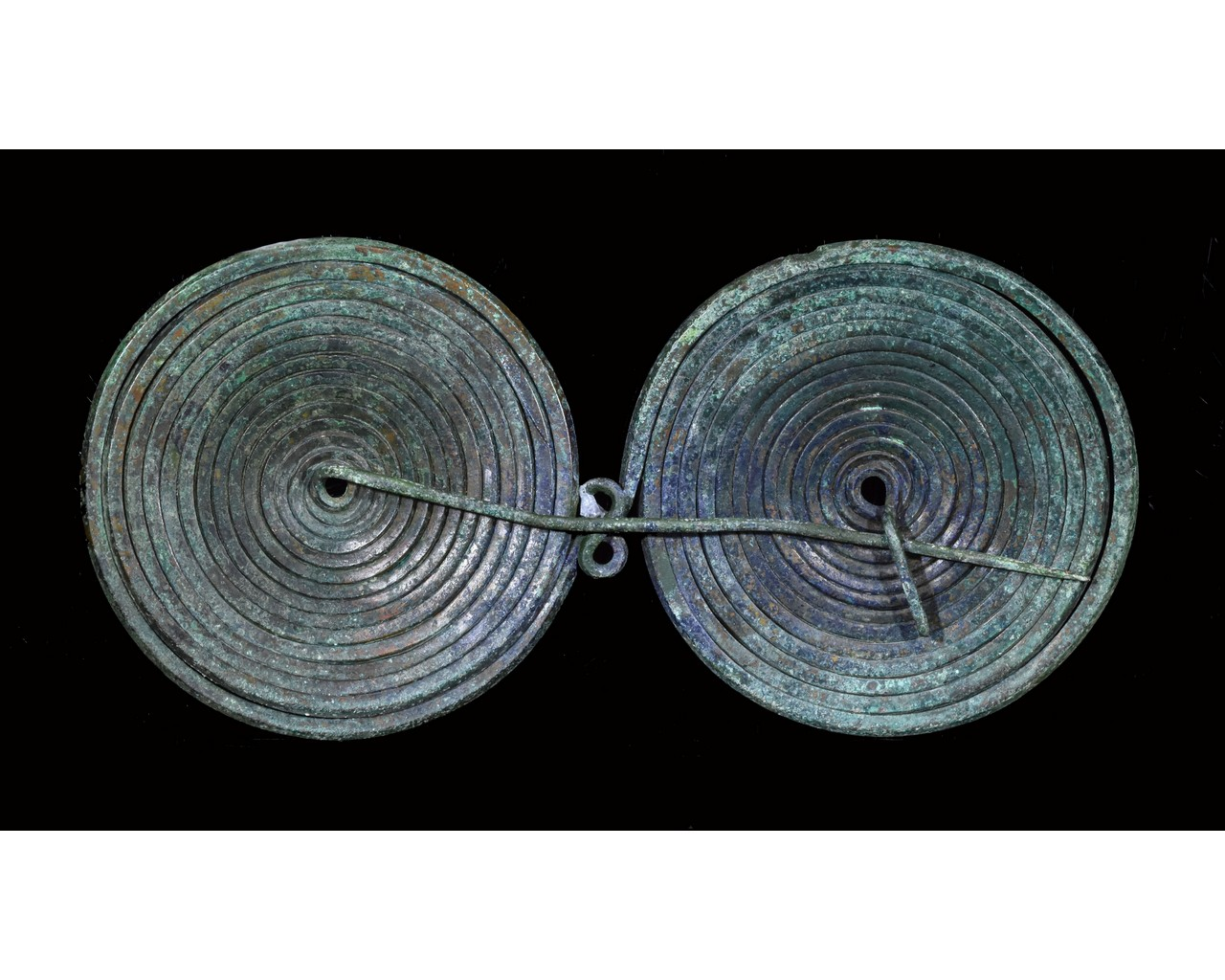 Lot 49 - LARGE BRONZE AGE SPECTACLE BROOCH