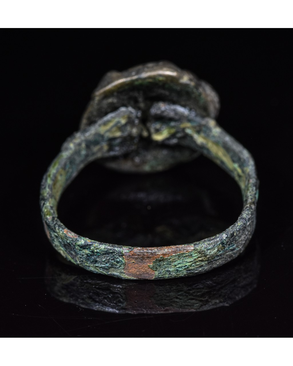 Lot 38 - MEDIEVAL BRONZE DECORATED RING