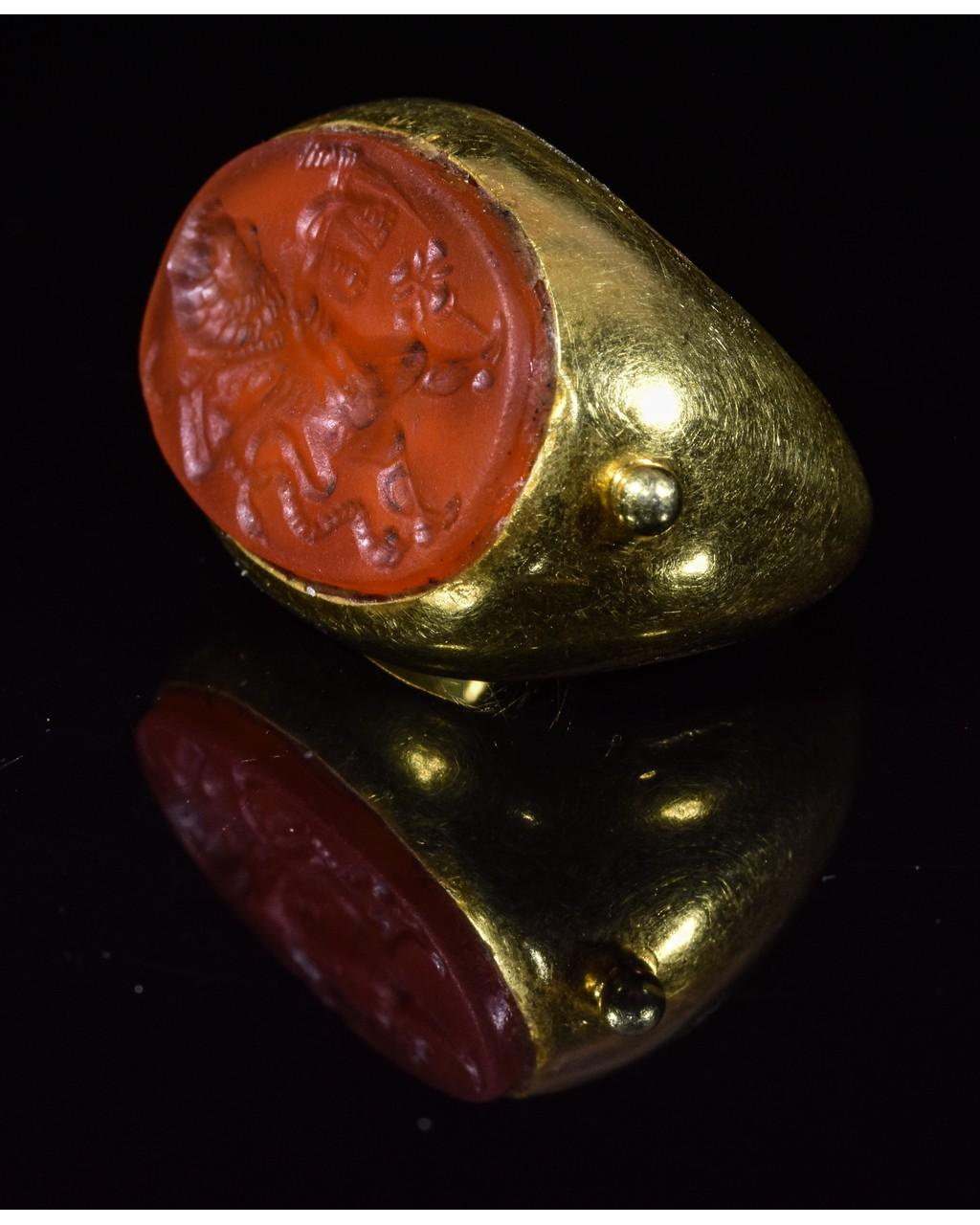 Lot 45 - LARGE GANDHARAN GOLD INTAGLIO RING WITH MINOTAUR