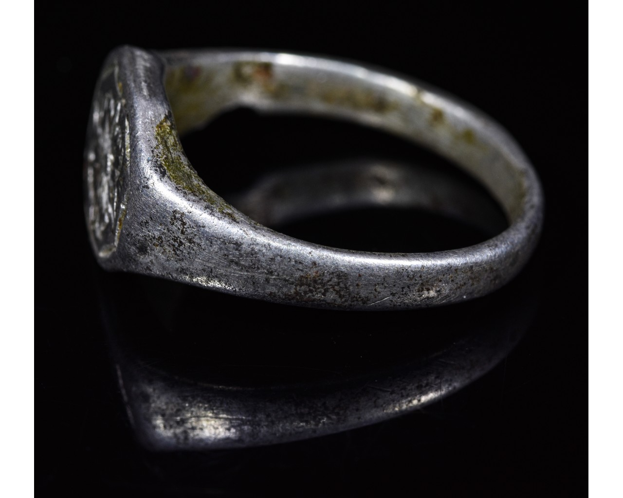 Lot 36 - MEDIEVAL SILVER RING WITH FLOWER
