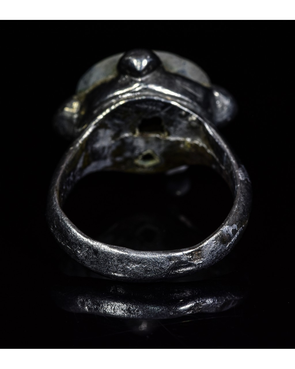 Lot 35 - VIKING PERIOD SILVER RING WITH GEM