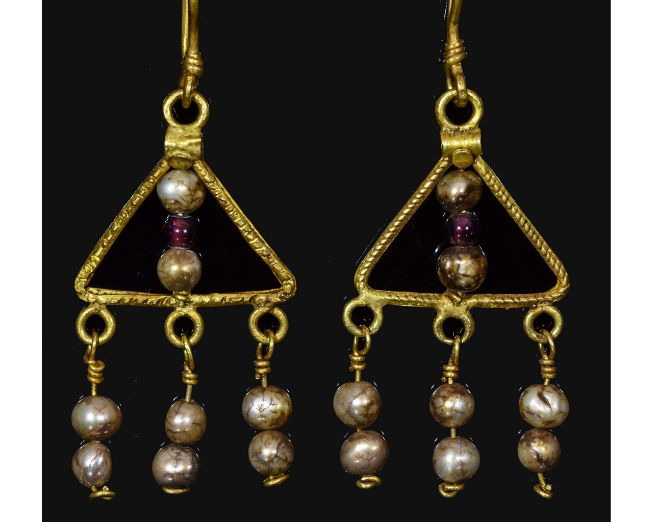 Lot 31 - ROMAN GOLD EARRINGS WITH PEARLS