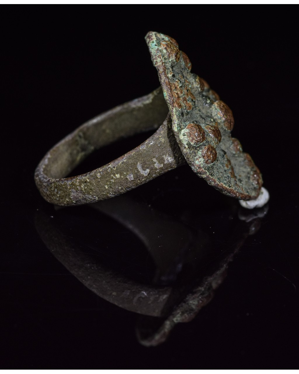 Lot 39 - MEDIEVAL BRONZE DECORATED RING