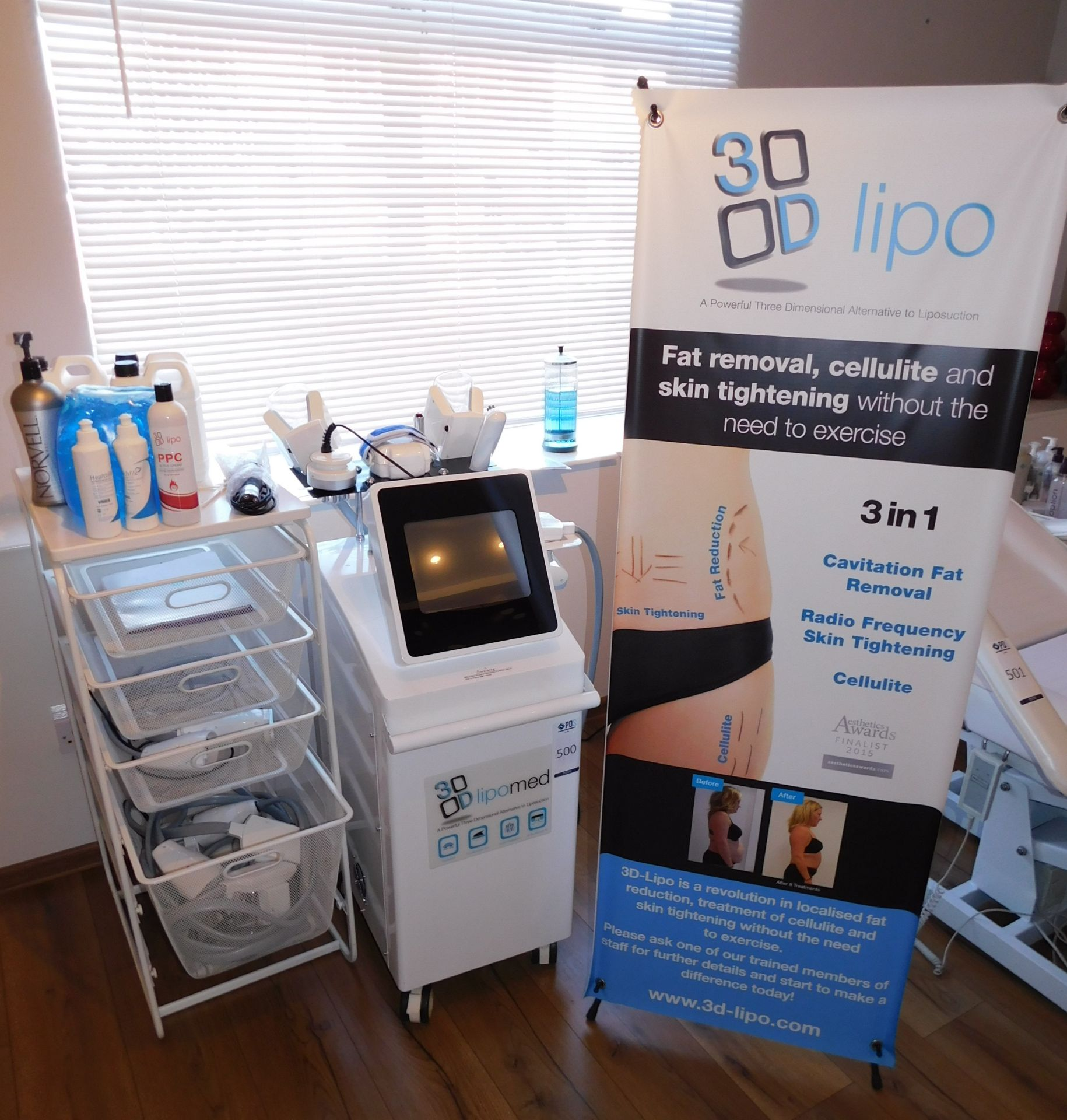 3D Lipo Med + Non-Surgical Treatment Device (2015) & Trolley of Assorted Accessories &