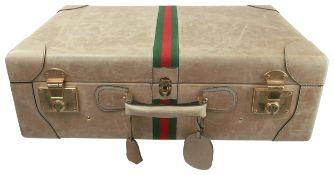 GUCCI ReisekofferKoffer aus beigem Leder mit rot-grünem Band, Schlüssel und Adressanhänger