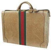 GUCCI ReisekofferKoffer aus beigem Leder mit rot-grünem Band. Breite 54 cm, Höhe 38 cm, Tiefe 18 cm.