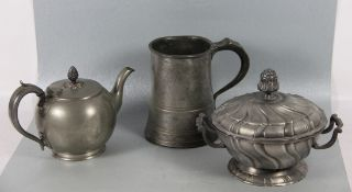 Konvolut Zinn3tlg., Konvolut Zinn, bestehend aus Teekanne James Dixon & Sons Sheffield um 1910/20, 1