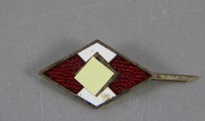 HJ-Mitgliedabzeichenweiß und rot emailliert, Mitgliedsabzeichen der Hitlerjugend, verso gemarkt