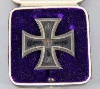 Eisernes Kreuz mit Schatulle800er Silber, Eisernes Kreuz mit Nadel, dat. 1914, in Schatulle, auf dem