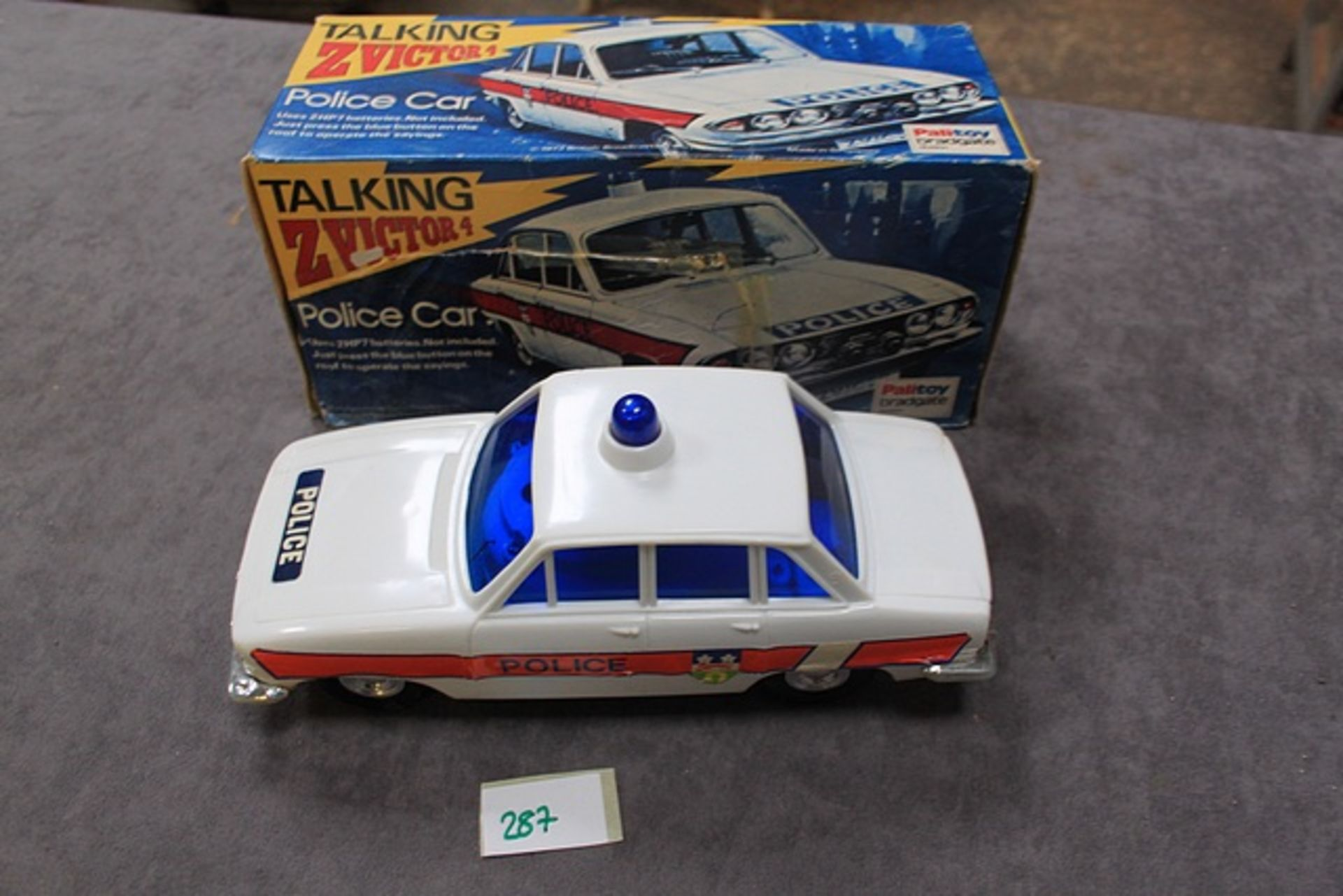 Lot 287 - Palitoy 1973 Triumph 2.5 Police Car Talking Z Victor 4 - Battery Operated Complete With Box
