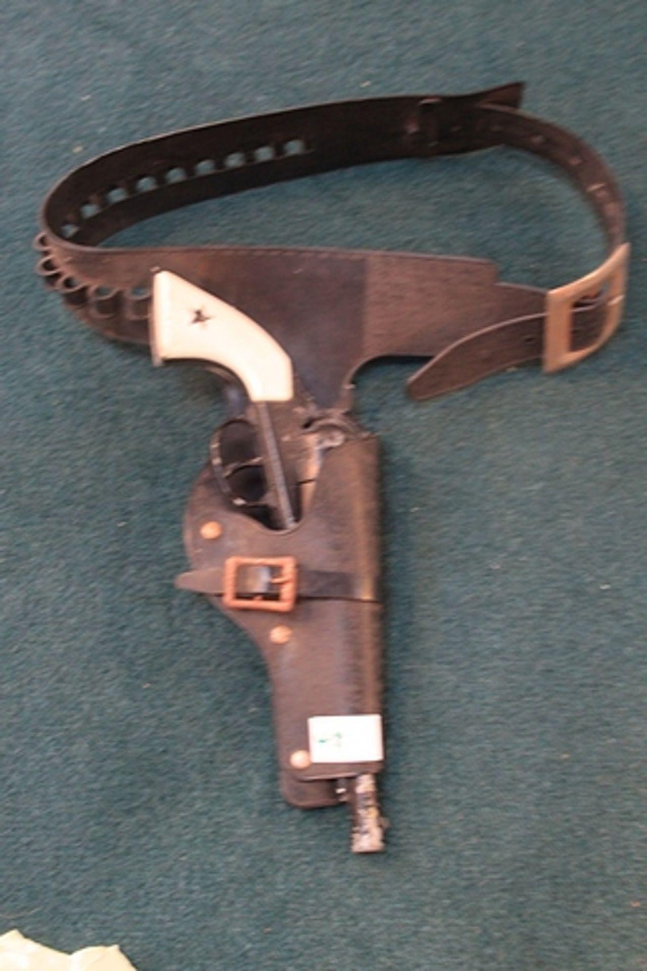 Lot 418 - Lone Star Apache Cap Gun With Holster