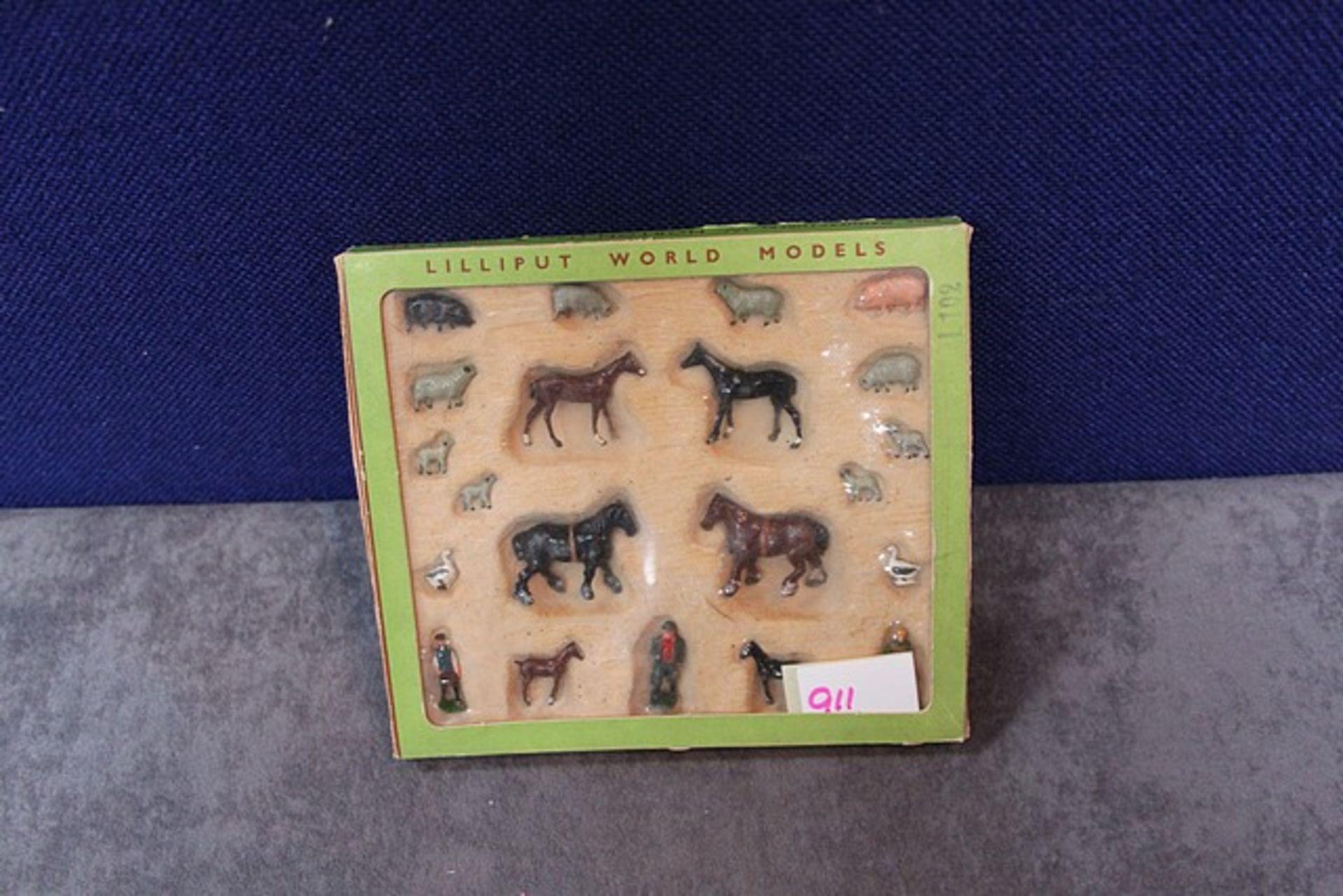 Lot 911 - W Britain Lilliput World Models 00 & H0 Gauge Farm Figures L102 In Box