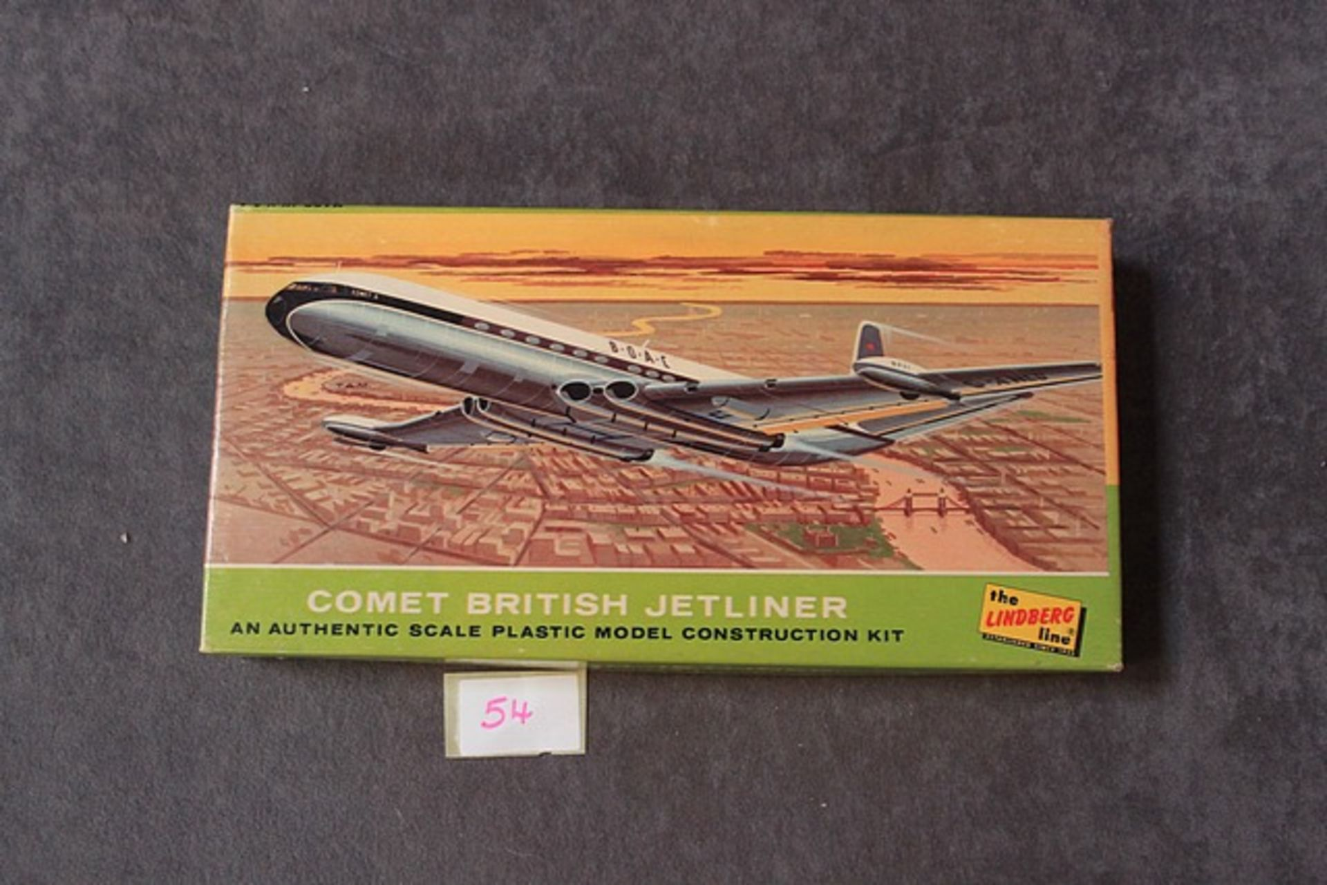 Lot 54 - The Lindberg Kit No 412:60 Comet British Jetliner Off Sprues With Instructions In Excellent Box
