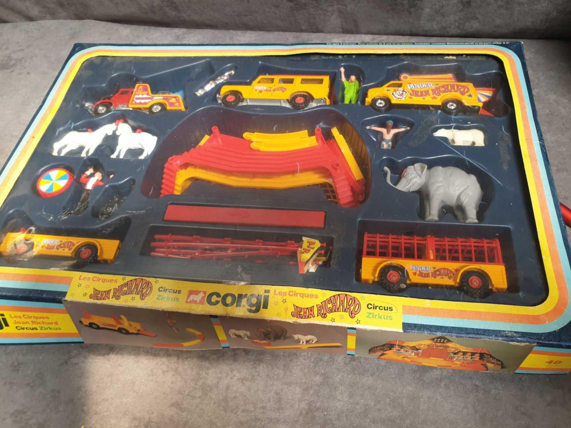 Excellent Corgi Diecast #48 Jean Richard Circus Gift Set Various Circus Vehicles And Accessories. - Image 3 of 3