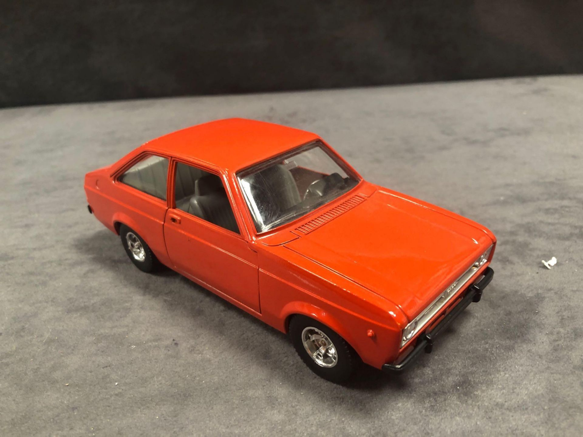 Bburago Ford Diecast Escort 1100L In Orange Red No Box - Image 2 of 3