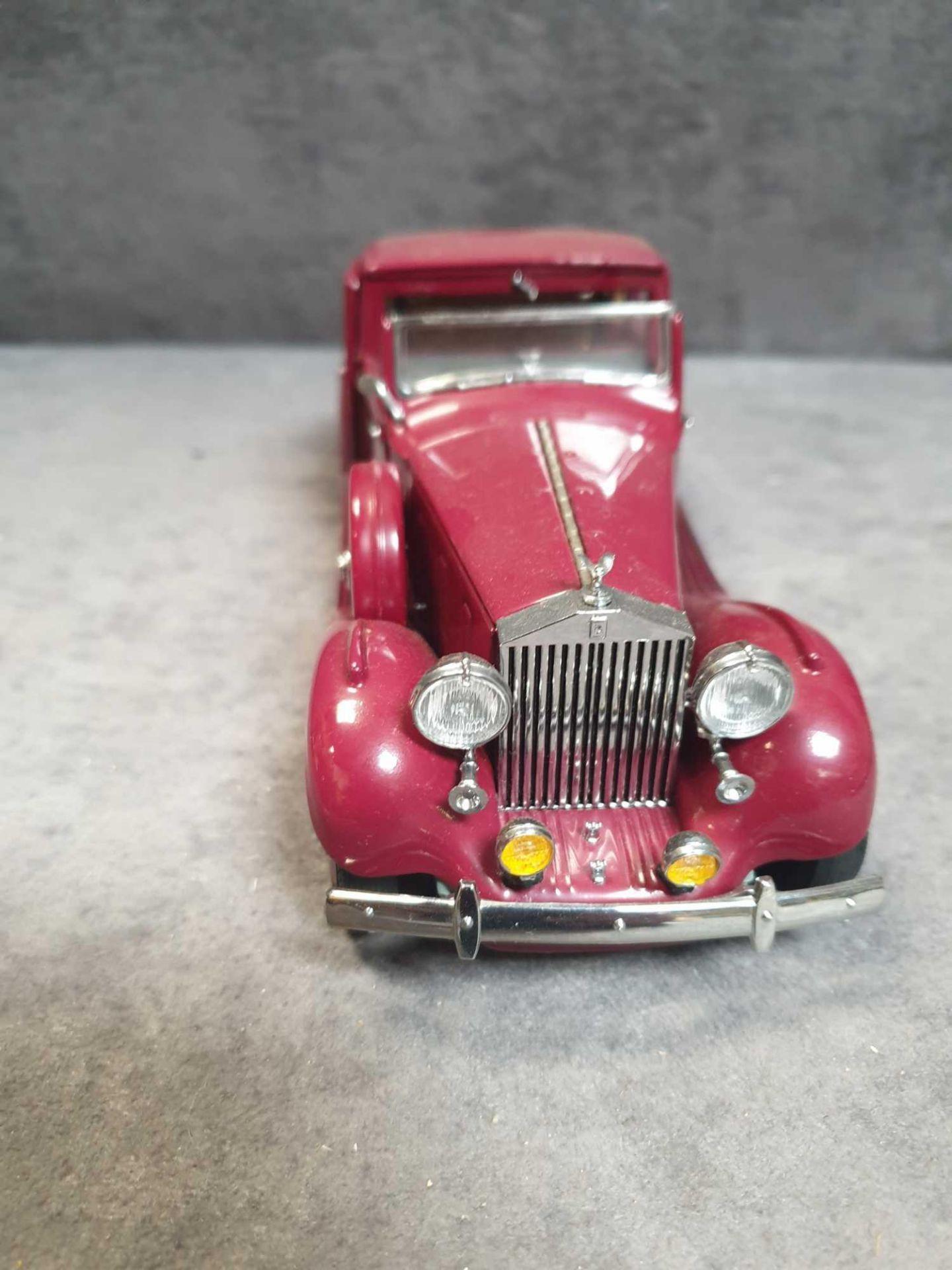 Lotto 1272 - Danbury Mint 1:24 Scale 1938 Rolls-Royce Phantom III Sedanca De Ville Cabriolet Issued In 1998The
