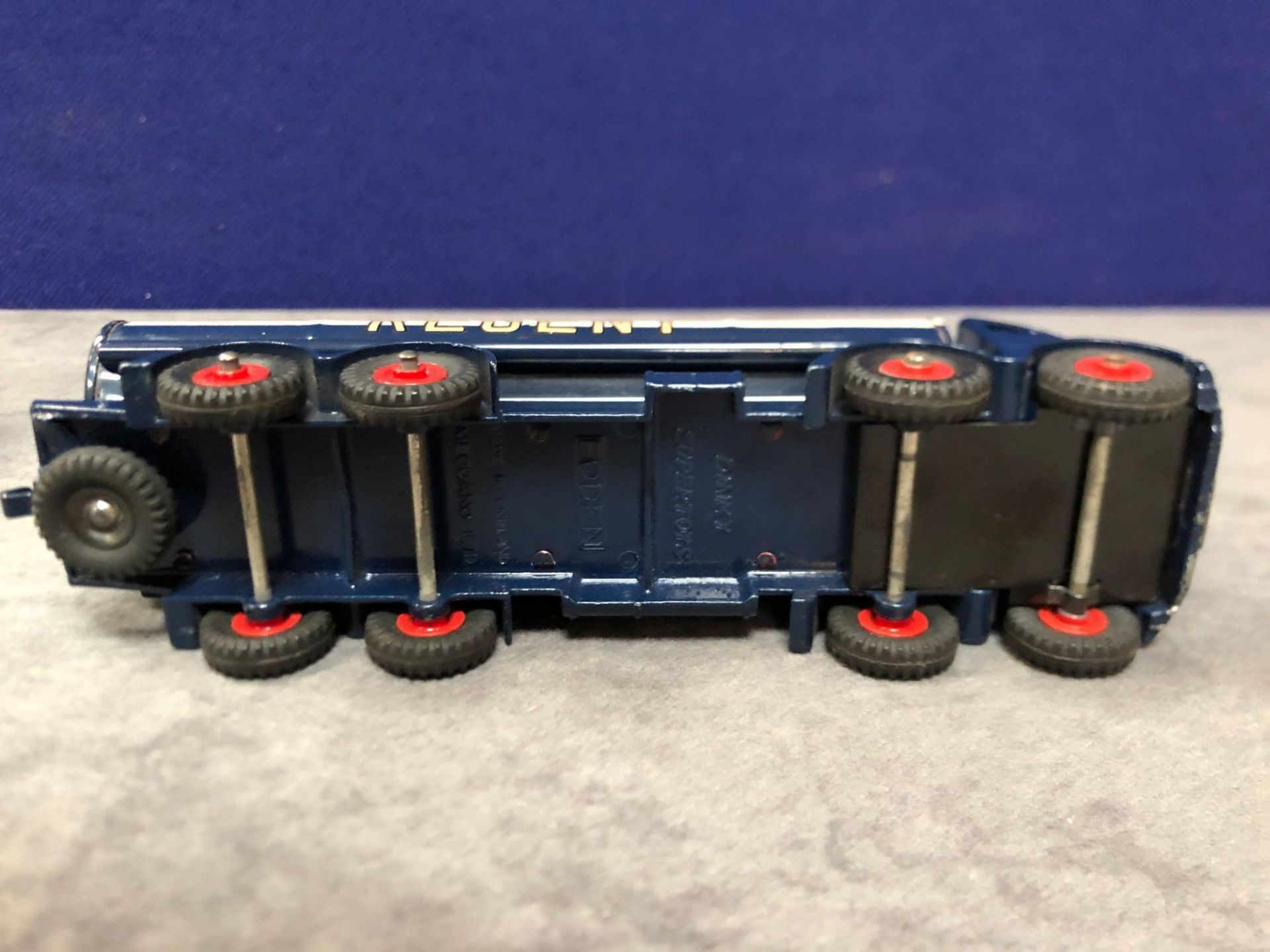Dinky Supertoys Diecast #942 Foden 14-Ton Tanker Regent in excellent condition with bright paint - Image 4 of 4
