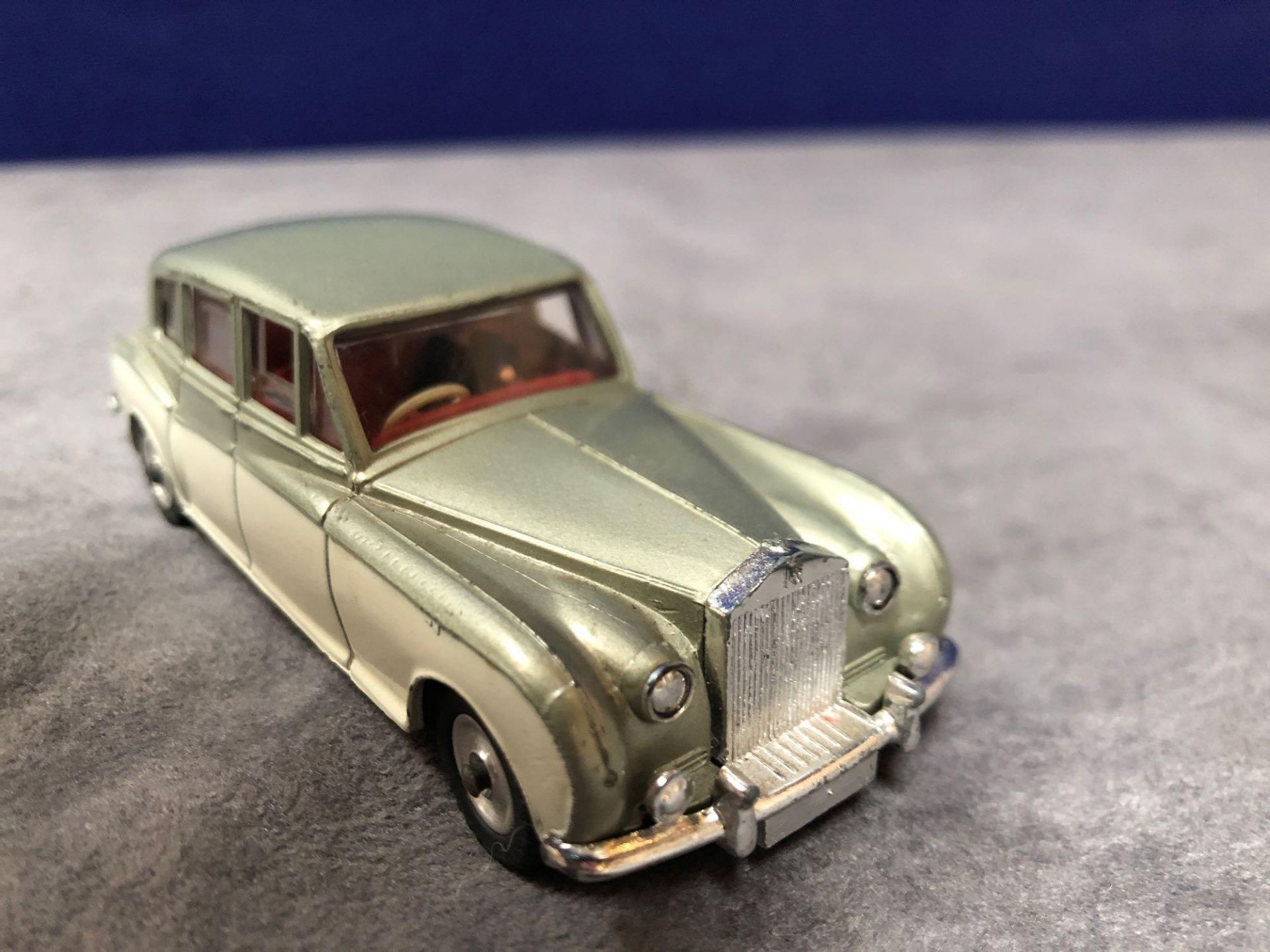 Dinky #198 Rolls Royce Phantom V Green/Cream - Concave Hubs, 1962 - 1969 Unboxed excellent model - Image 2 of 4