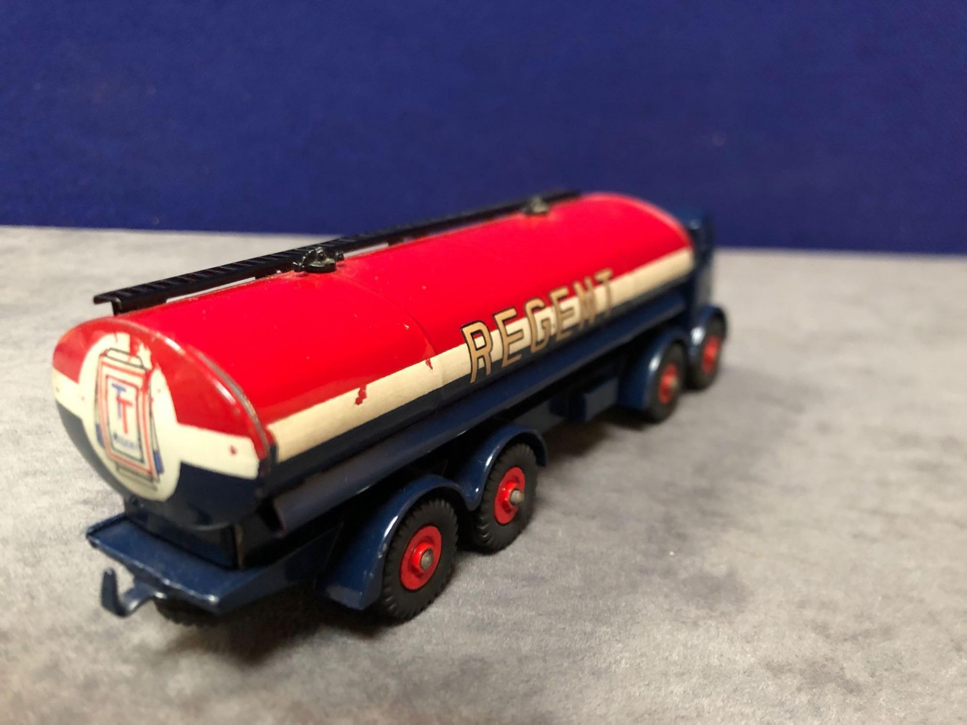 Dinky Supertoys Diecast #942 Foden 14-Ton Tanker Regent in excellent condition with bright paint - Image 3 of 4
