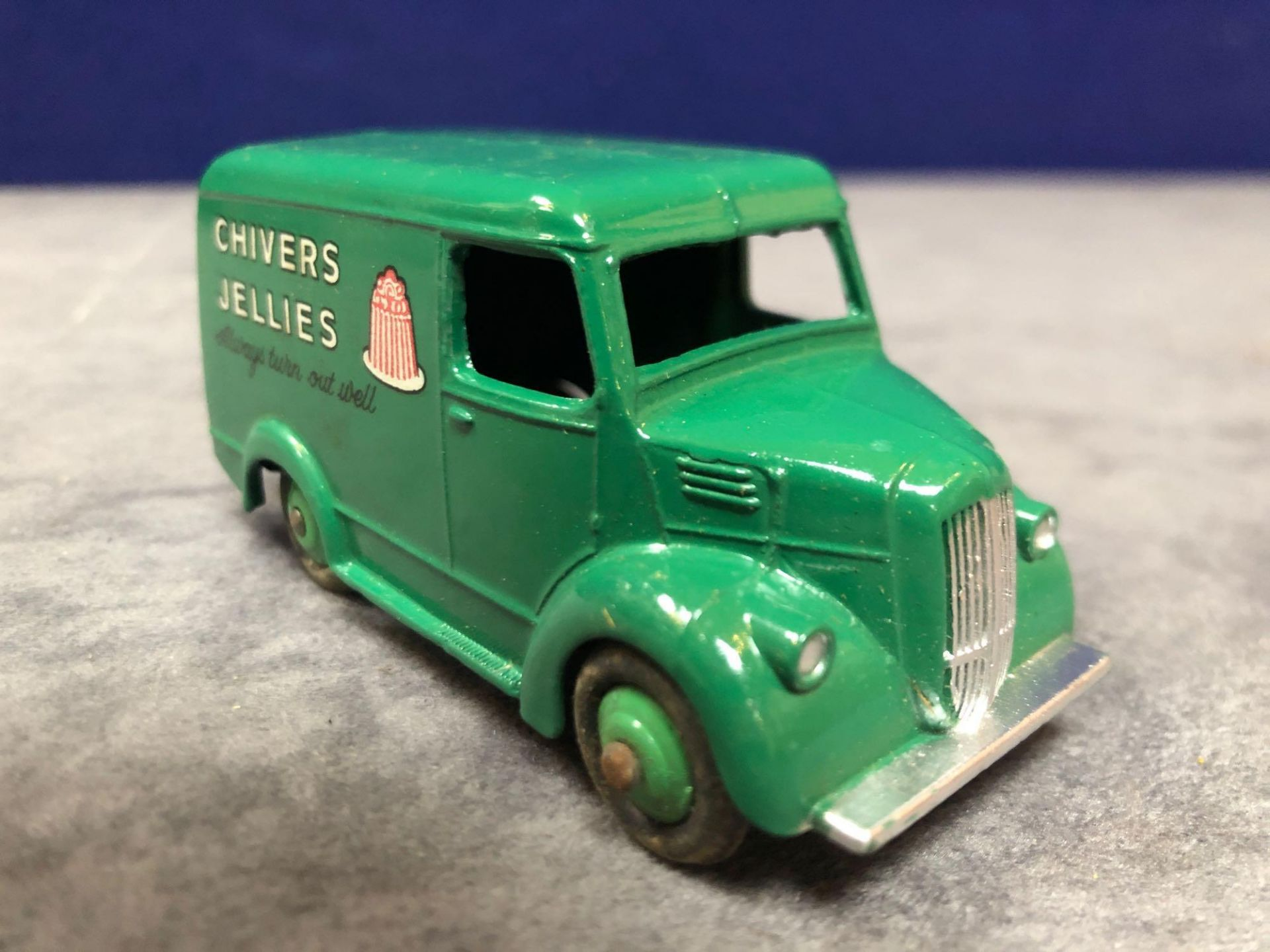 Dinky #452 Trojan 15cwt Van (Chivers) Green model is mint has a slight mark on roof in a solid - Image 2 of 4