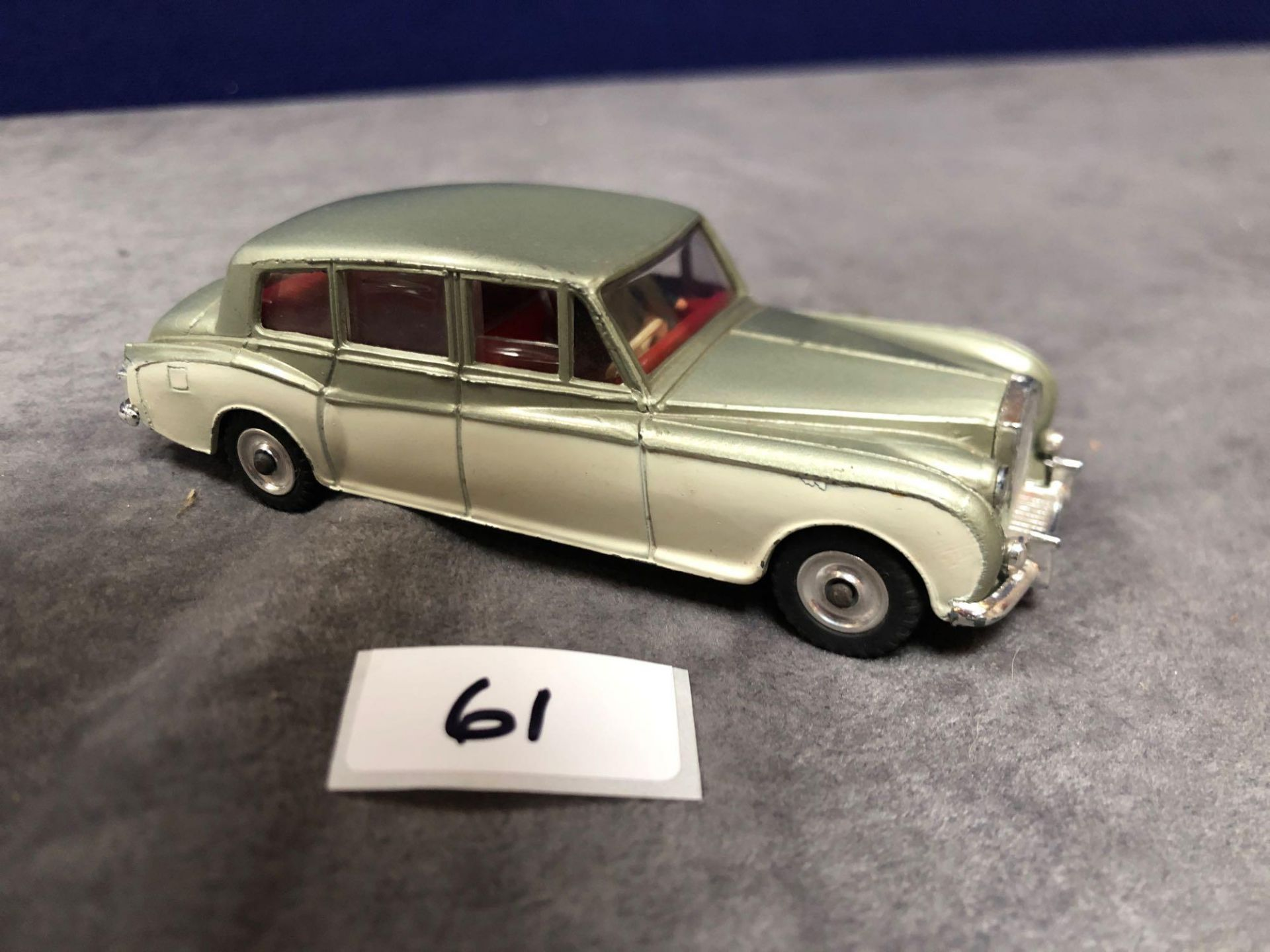 Dinky #198 Rolls Royce Phantom V Green/Cream - Concave Hubs, 1962 - 1969 Unboxed excellent model