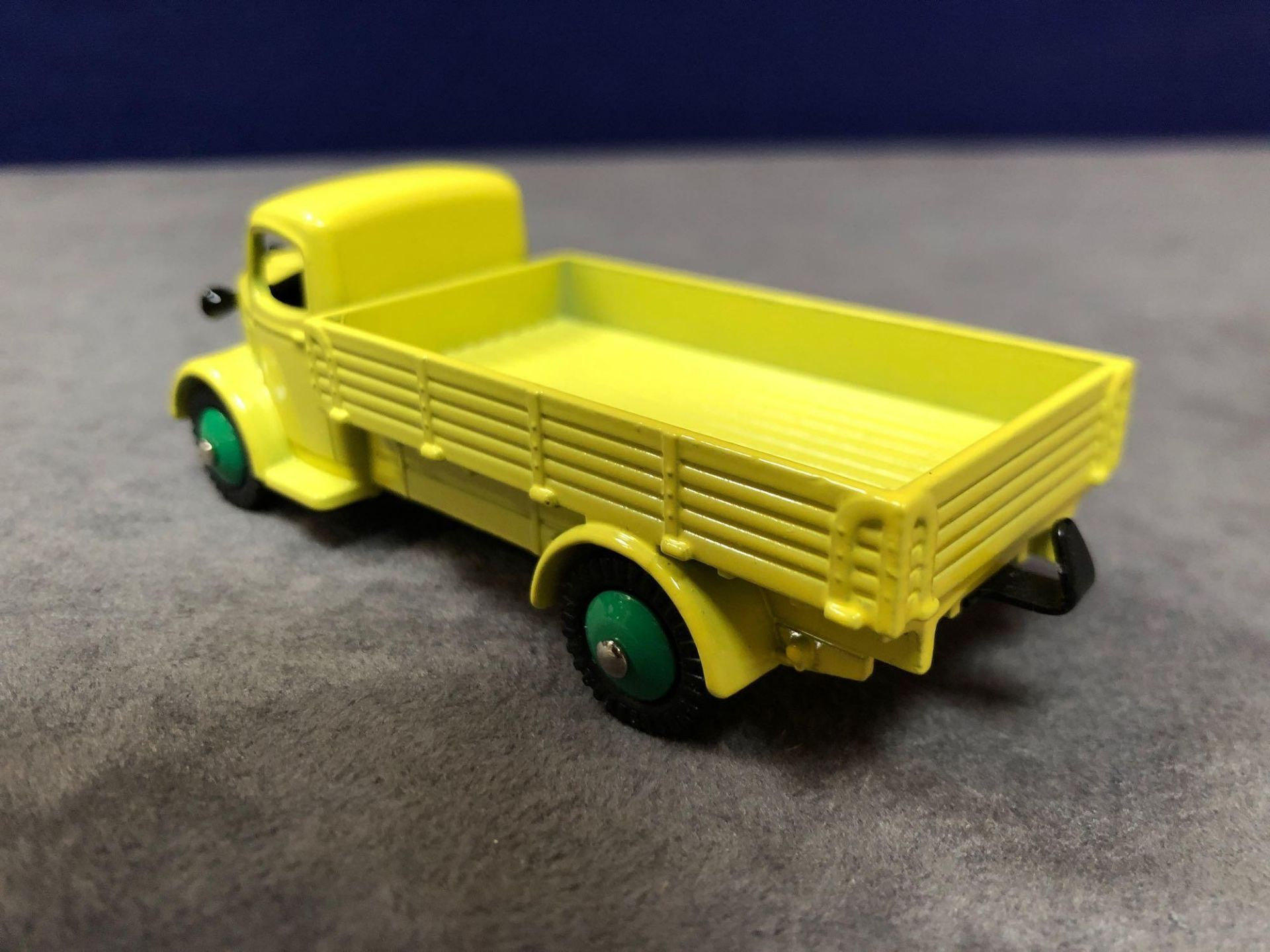 Dinky (Atlas Edition) Diecast #412 Austin Wagon mint in box - Image 3 of 3