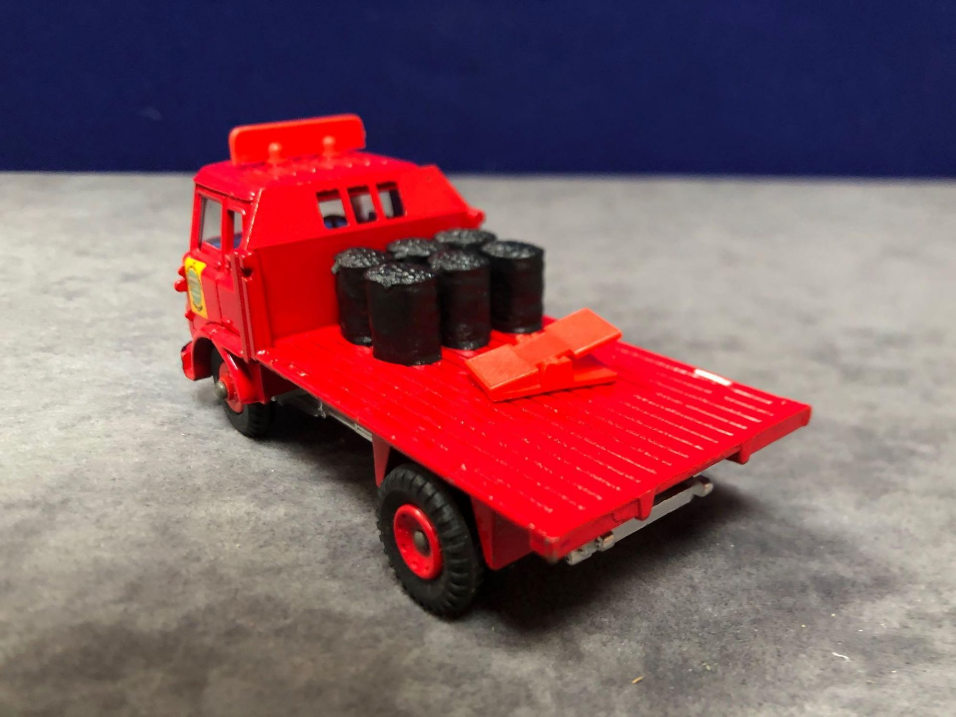 Dinky #425 Bedford TK Coal Wagon Red - Plastic Wheels. Comes With 6 Sacks Of Coal and Scales mint - Image 3 of 4