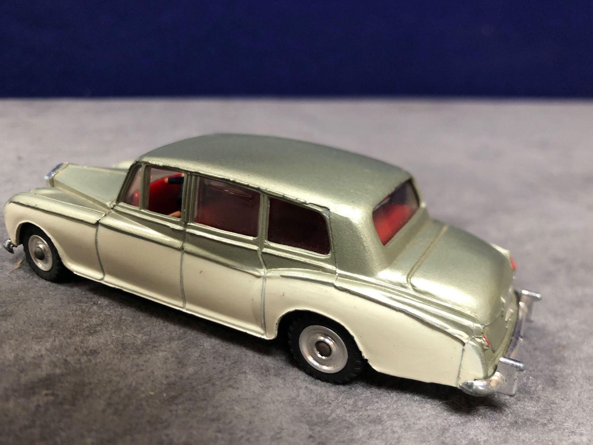 Dinky #198 Rolls Royce Phantom V Green/Cream - Concave Hubs, 1962 - 1969 Unboxed excellent model - Image 3 of 4