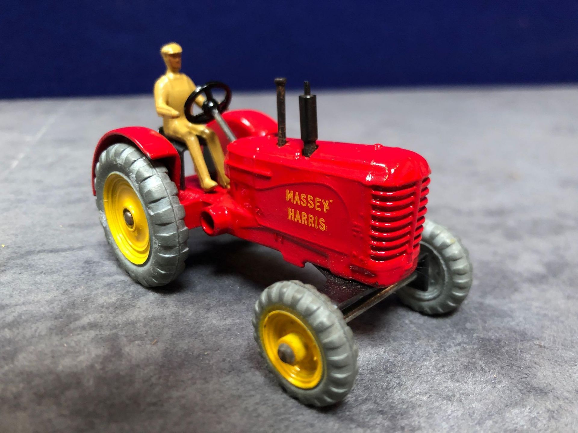 Dinky #300 Massey Harris Tractor mint in near mint slightly soiled box 1966-1971 - Image 2 of 4