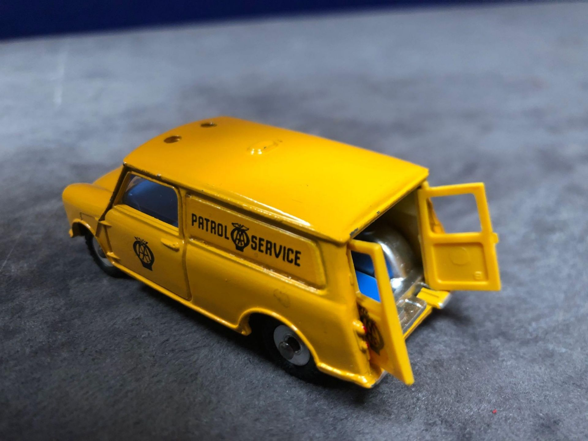 Dinky #274 AA Patrol Mini Van Yellow (AA Service) - Yellow Body And White Roof. AA Service To Van - Image 3 of 4