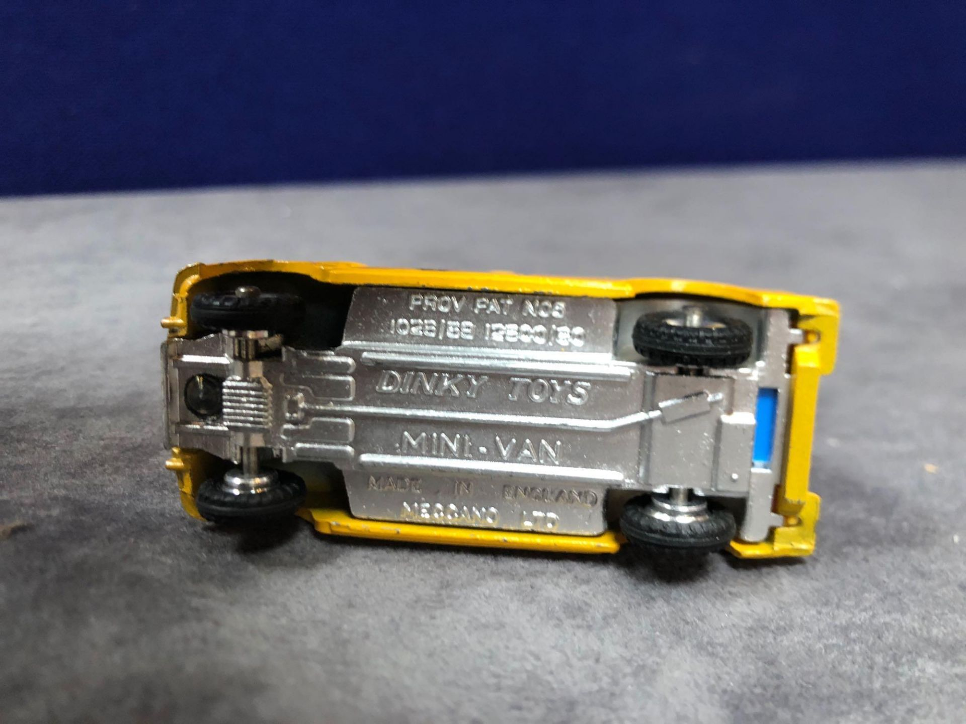 Dinky #274 AA Patrol Mini Van Yellow (AA Service) - Yellow Body And White Roof. AA Service To Van - Image 4 of 4