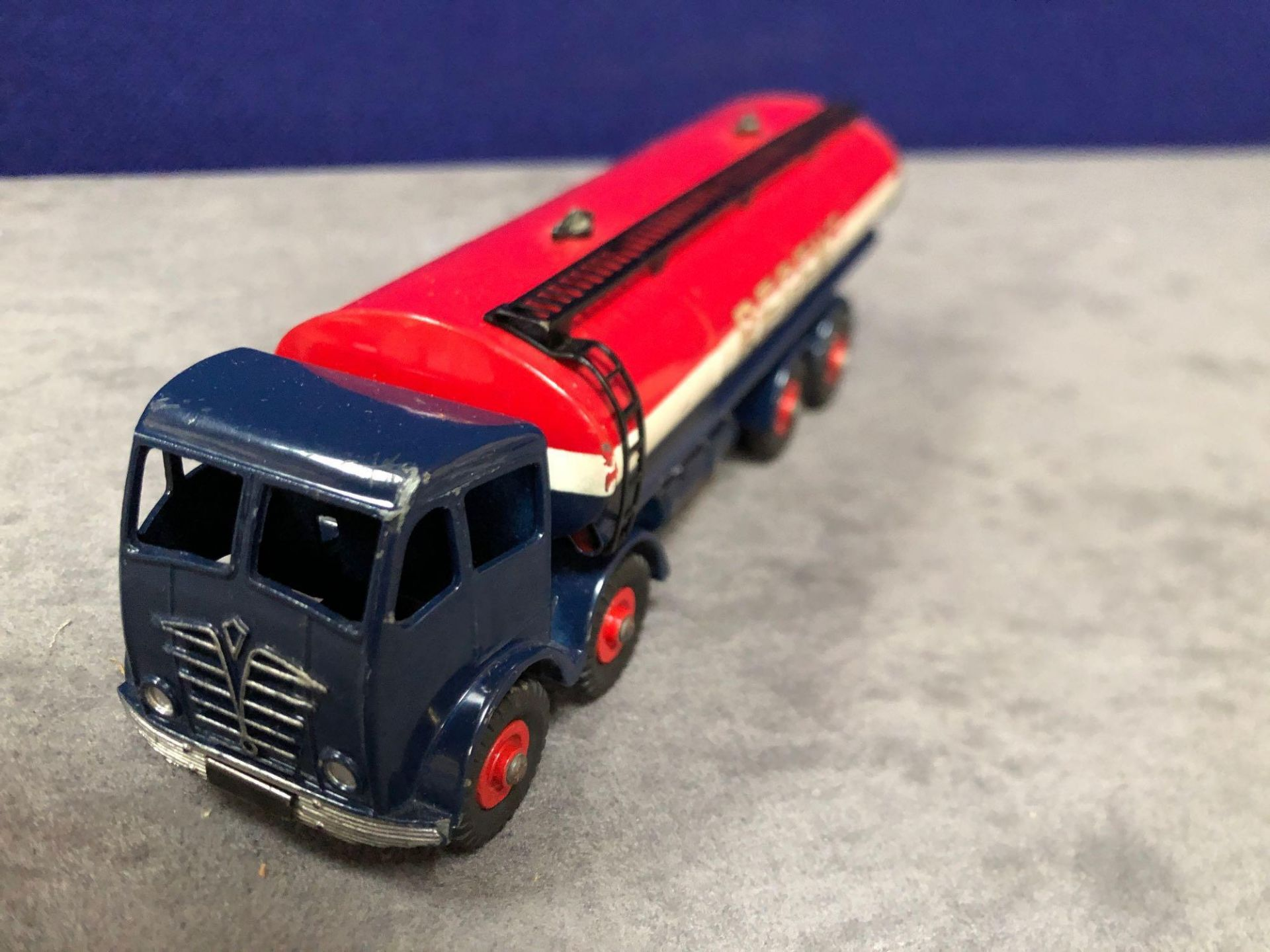 Dinky Super Toys Diecast #942 Foden 14-Ton Tanker Regent In Excellent Condition With Bright Paint In - Image 2 of 4