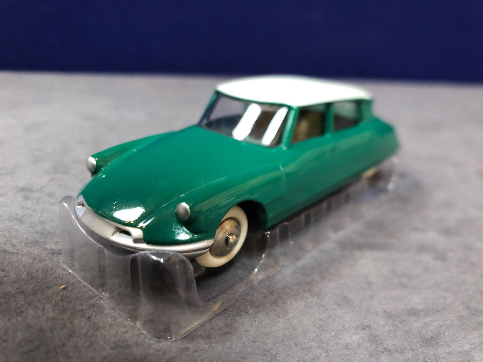 Dinky (Norev Edition) #24CP Citron DS19 Mint In Box 1958-1959 - Image 2 of 3