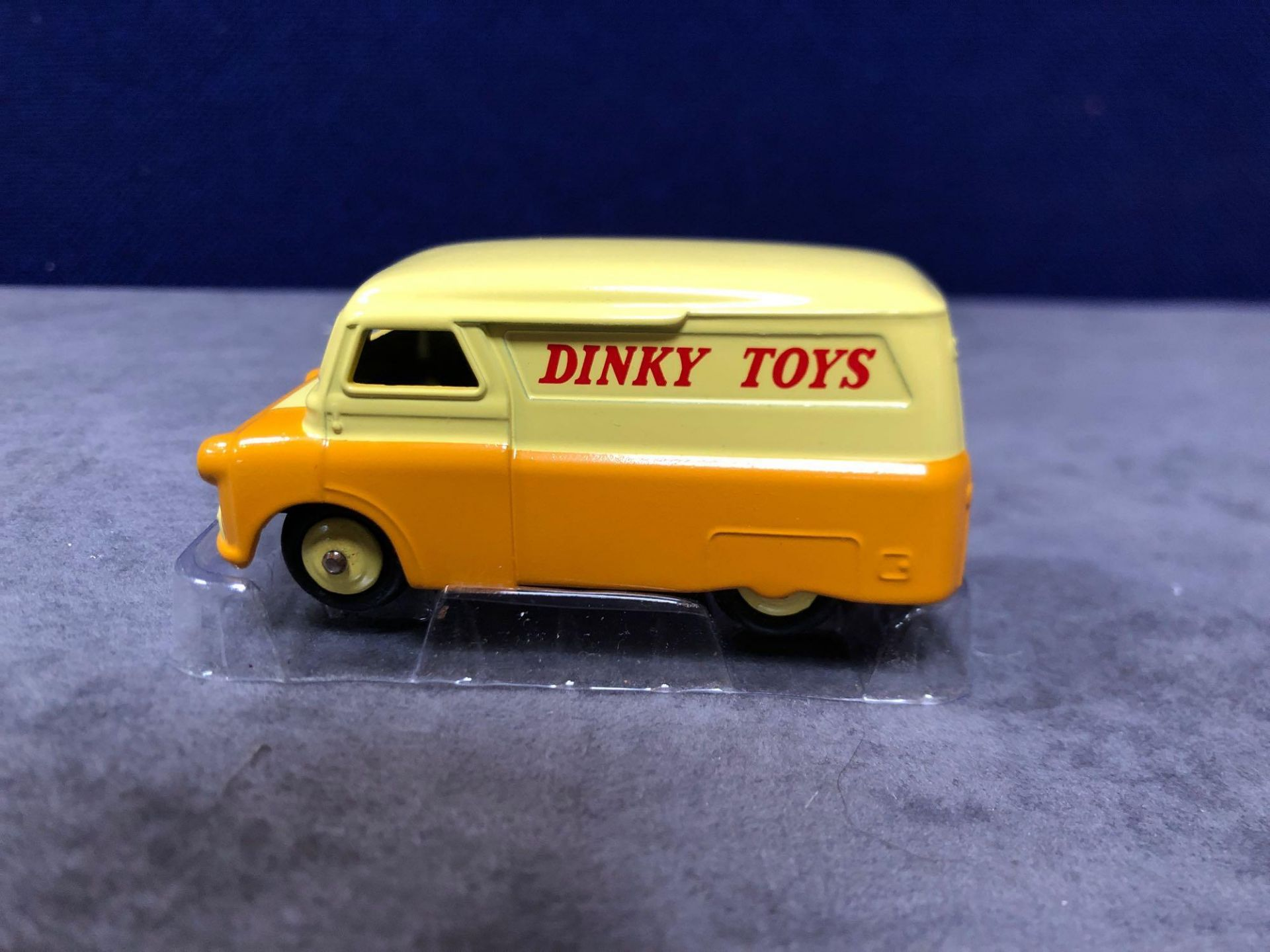 Dinky (Norev Edition) Diecast #482 Bedford 10 CWT Van Dinky Mint With Box 1956-1960 - Image 2 of 3