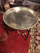 Round tray table with black metal legs