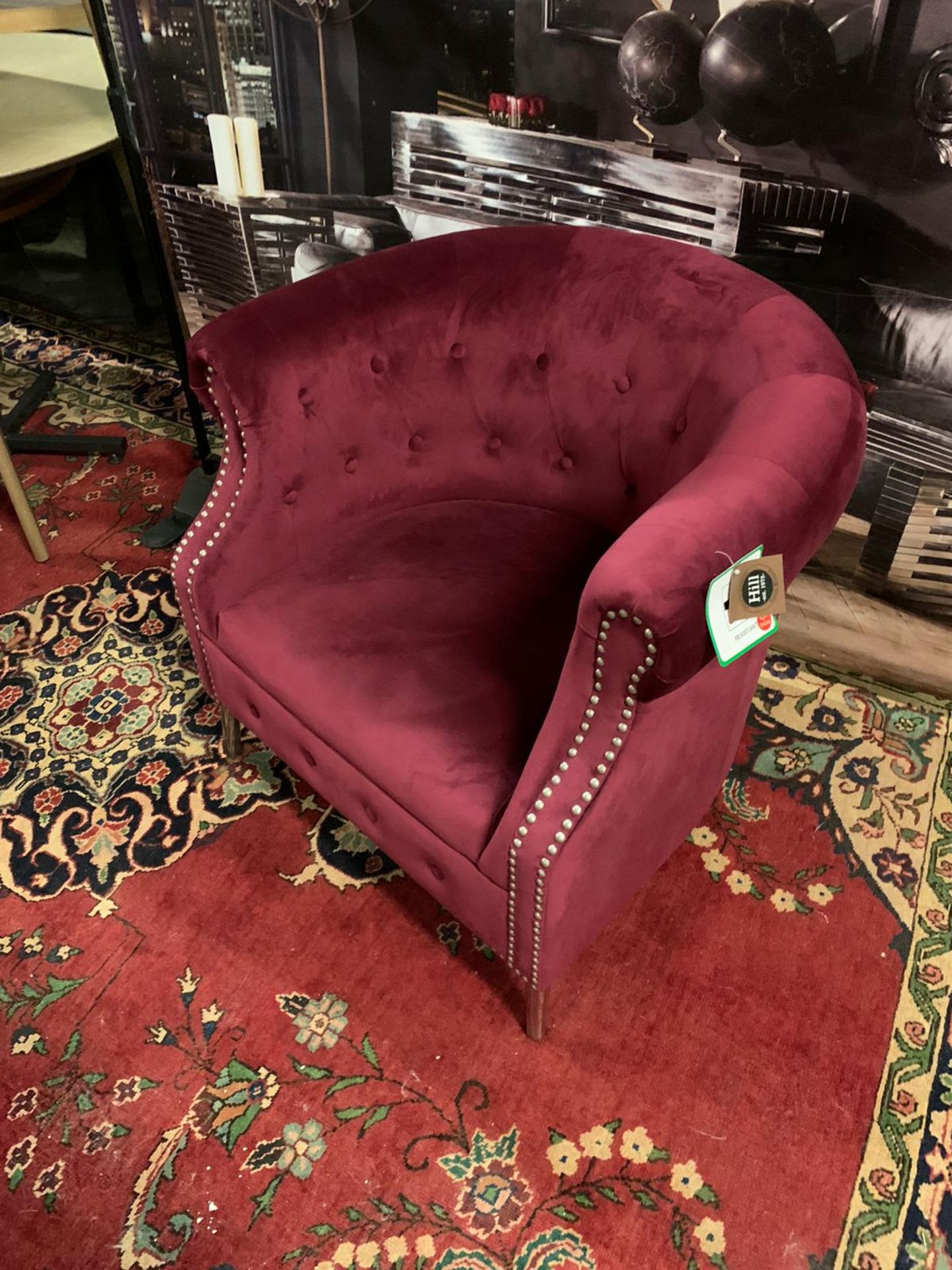 Weymouth Velvet Chesterfield Chair, with a combination of traditional style and modern - Image 2 of 4