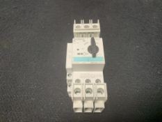 SIEMENS 3RV1901-1A AUXILIARY CONTACT SWITCH 10A 240VAC | 3RV1821-1HD10 CIRCUIT BREAKER S0 UL489 3P