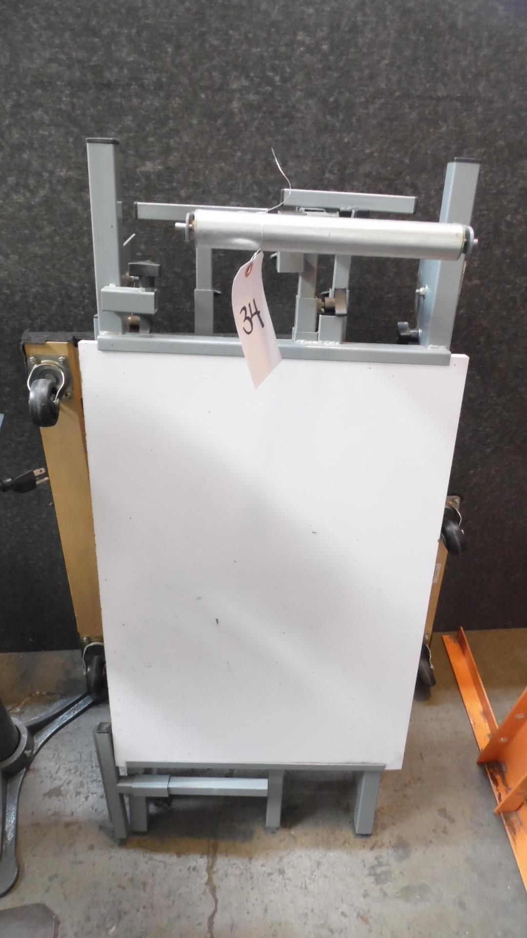 Lot 34 - ROLLING TOOL STAND