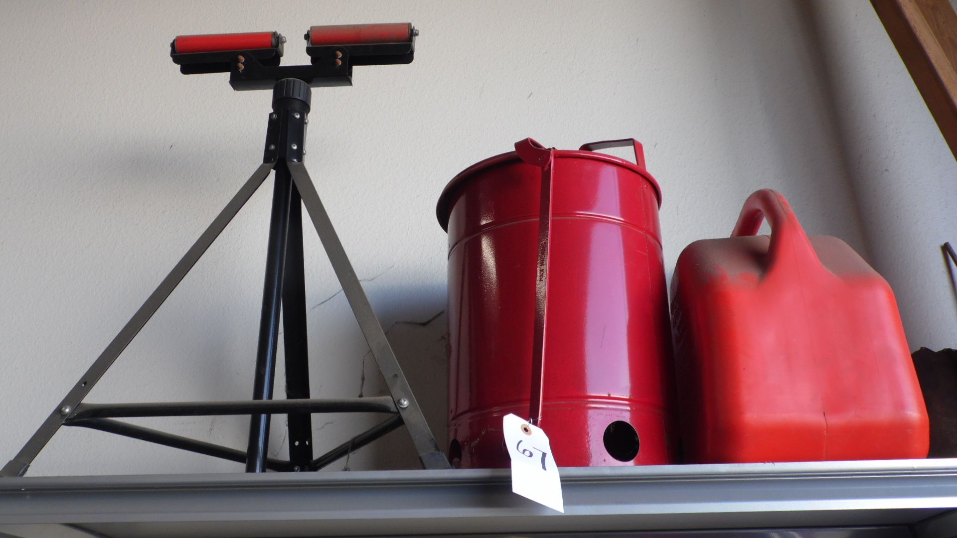Lot 67 - STAND - GAS CAN - RAG CAN