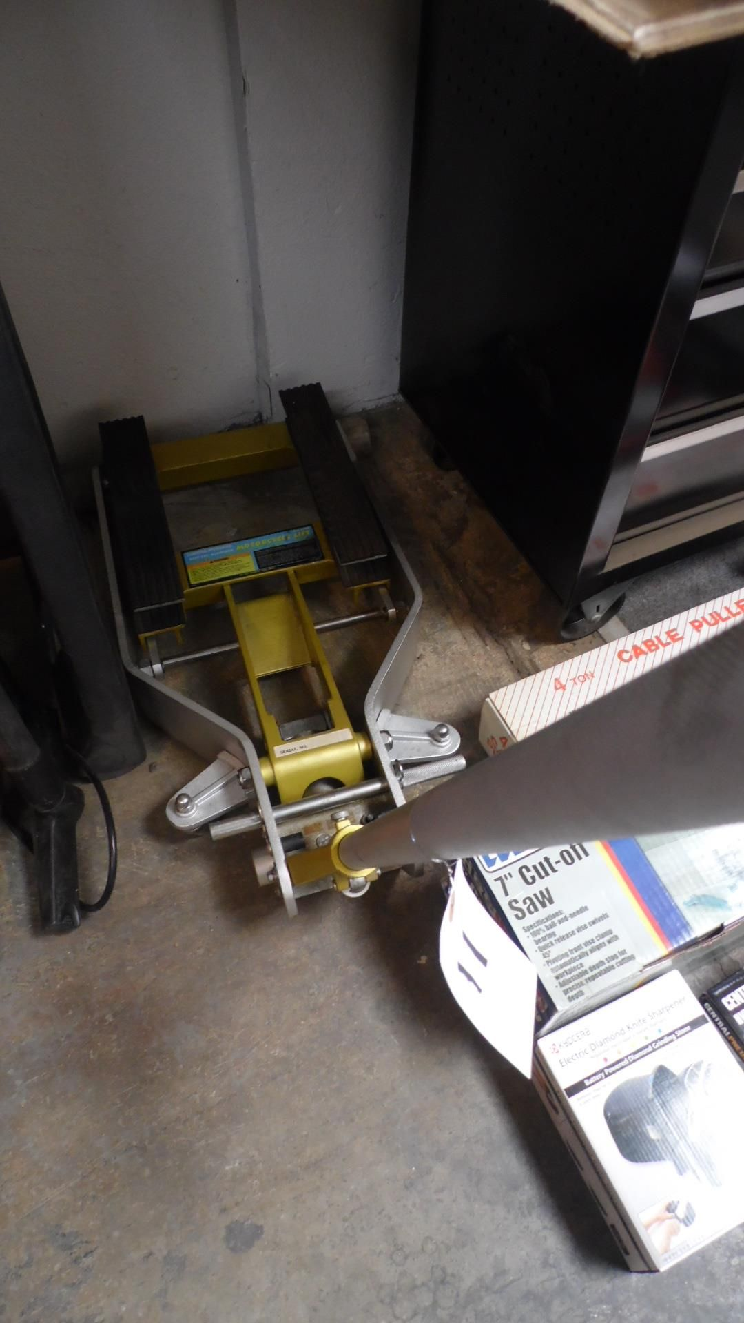 Lot 11 - CENTRAL HYDRAULIC 1500-LB. MOTORCYCLE LIFT